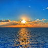 6982647-sunset-over-sea